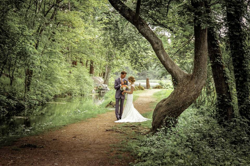Wedding portrait in the forest