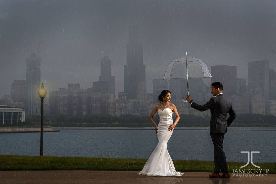 Even a little rain couldn't stop us creating epic wedding photos!