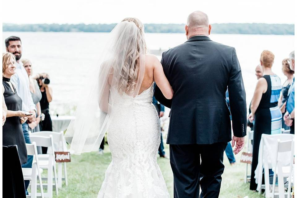 Arrival of the bride | Grey Rock Lawn - Meghan Lee Harris Photography