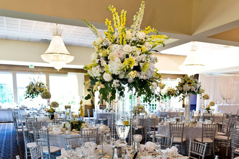 Tablescape with large centerpiece