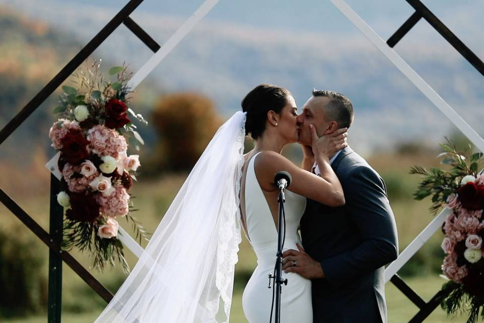 Newlyweds first kiss - Mountain Mint Films