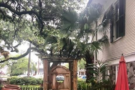 Outdoor Canal Street Inn
