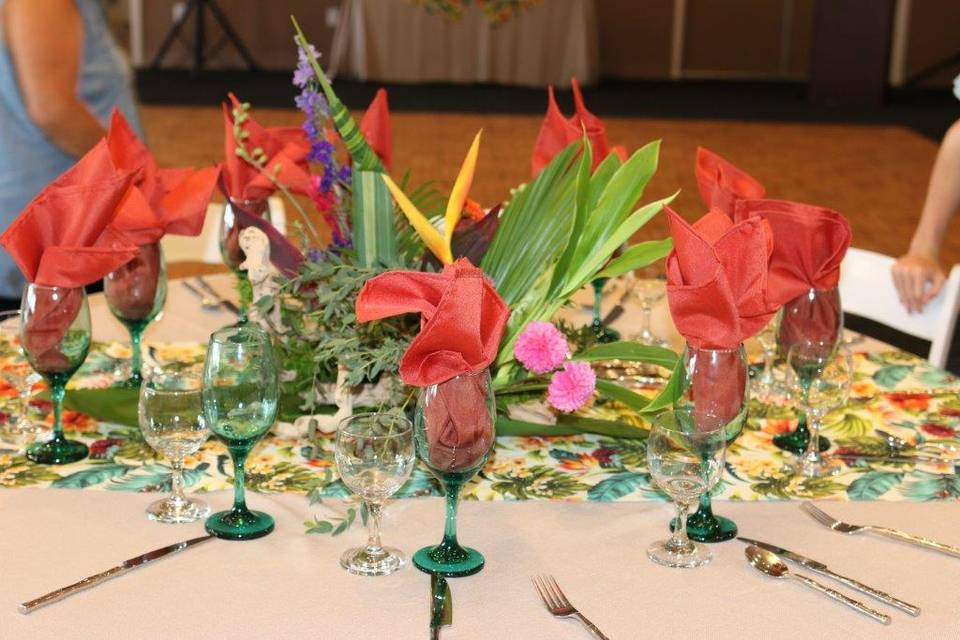 Tropical table scapes