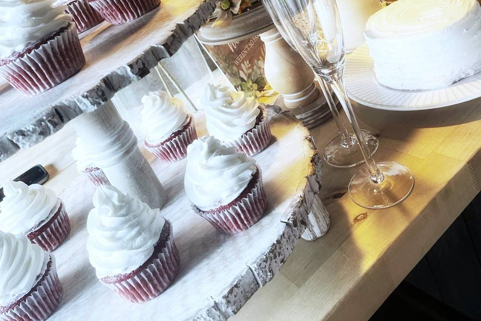 Cupcakes and Decor