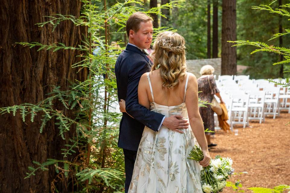 Lovely couple in the redwoods