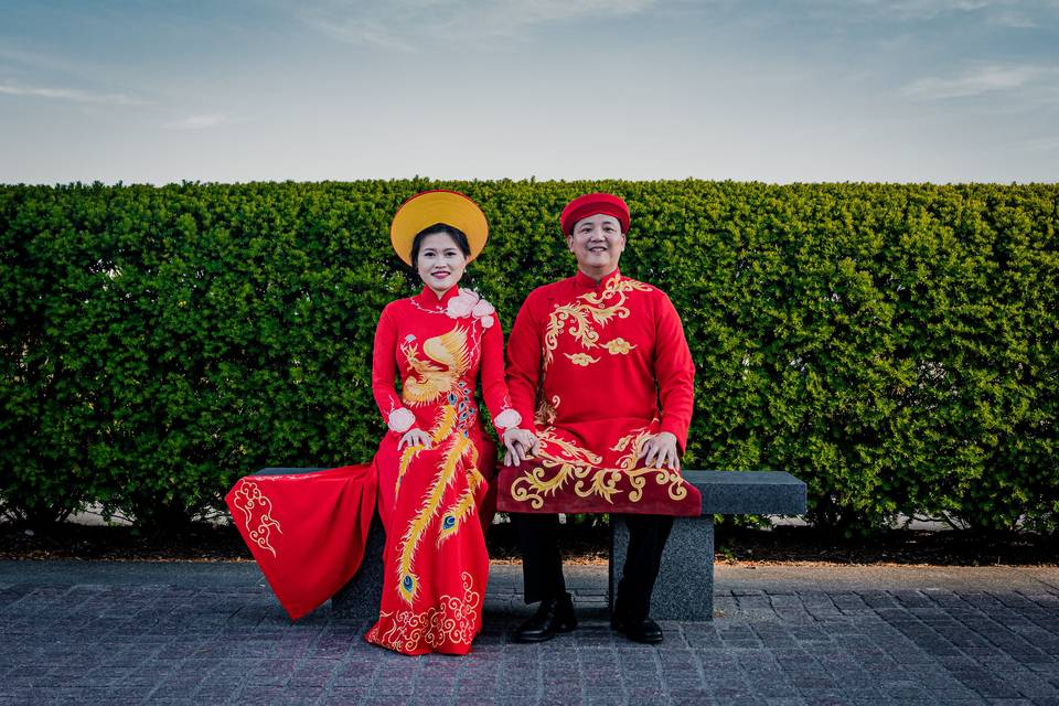 A couple sitting - Tien Tran Photography