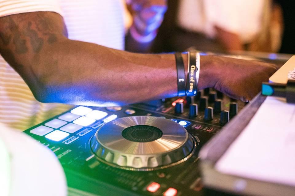 MEMORABLE SOUNDS BY DJ 2X'S