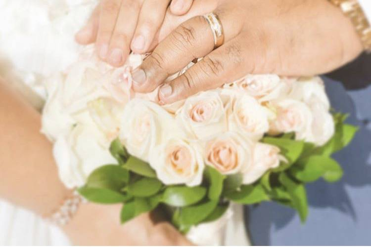 Hands on the bouquet