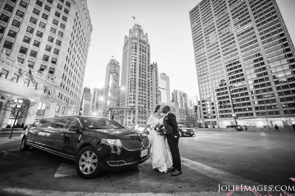 Kisses along the Mag Mile!