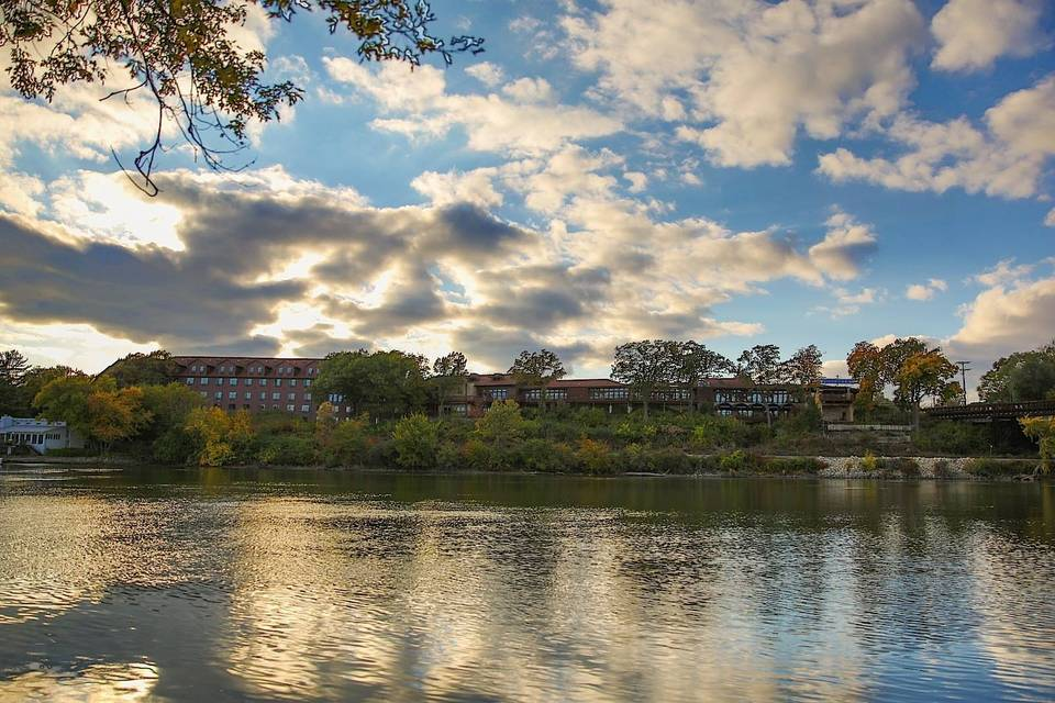 Riverview Inn & Suites, Ascend Hotel Collection