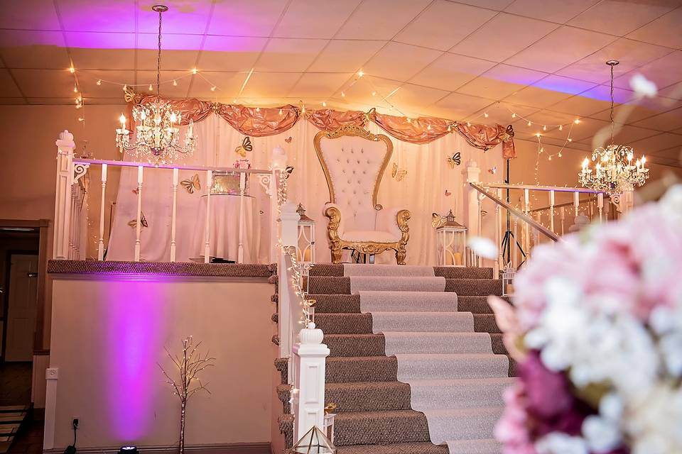 The impressive main staircase | Koliva Photography