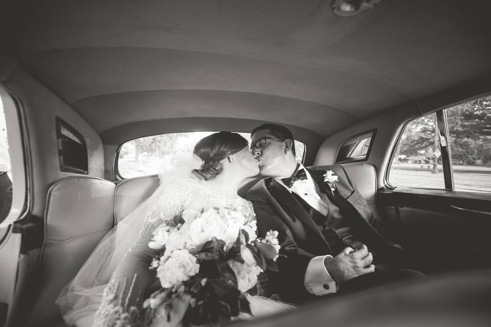 Sharing a kiss - Matthew Foster Photography