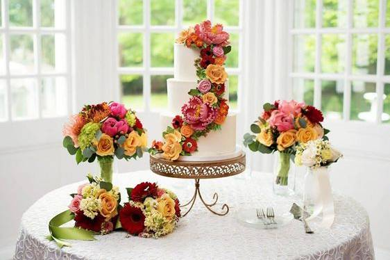 Floral wedding cake and bouquets