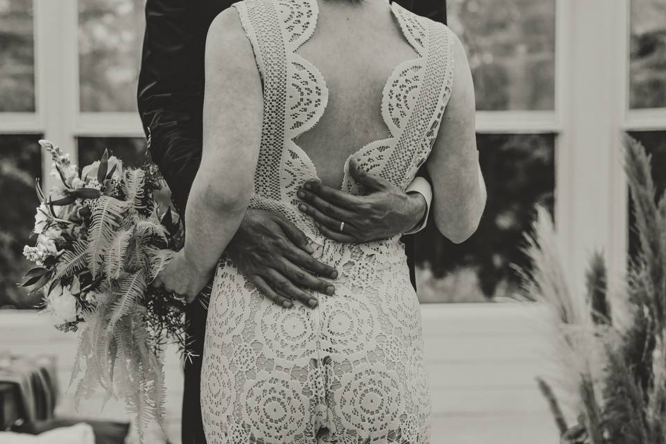 A couple embraces, Kristen Turner-Hamblen Photo