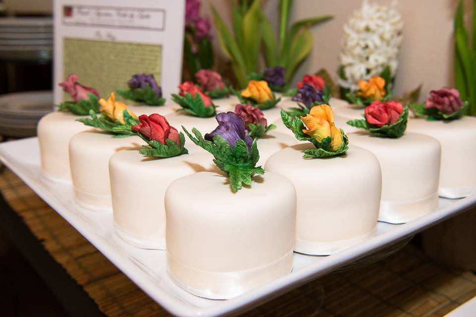 Lydia's Cakes & Confections