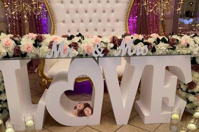 Love Sweetheart Table