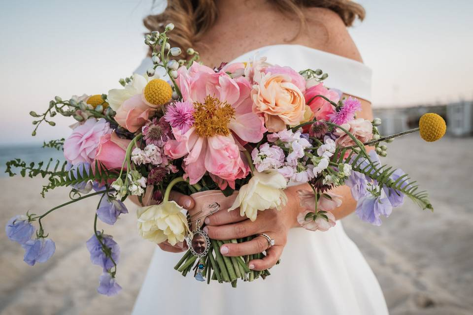 Showing the bouquet