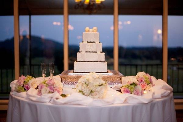 Wedding cake | Photo by Shannon Brasel Photography