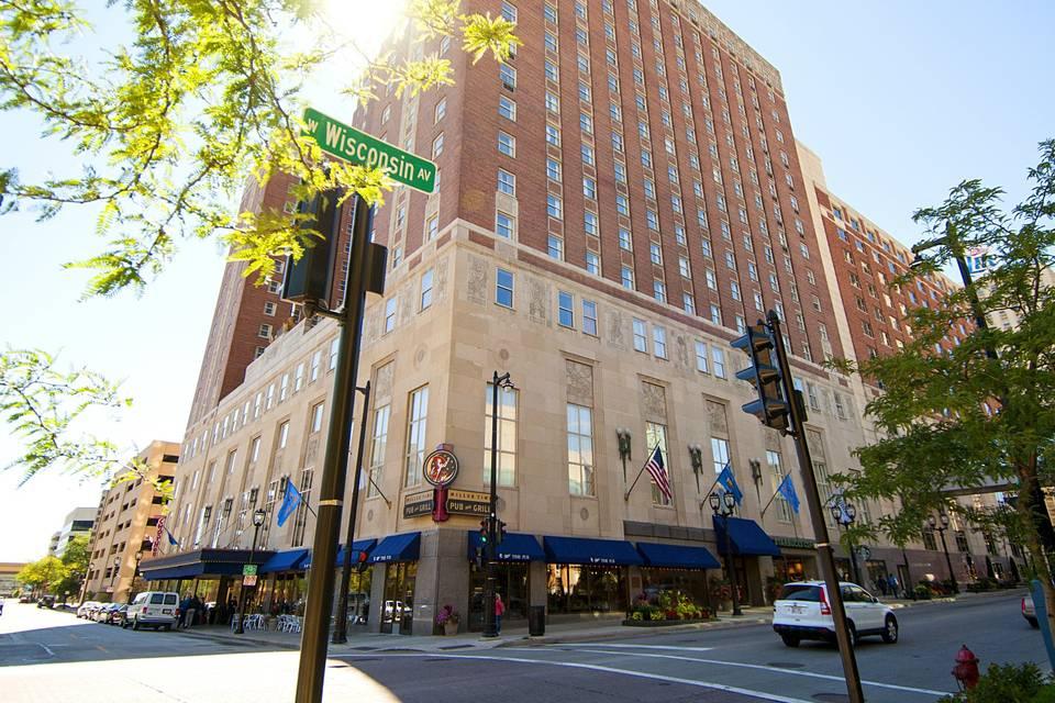 Hilton Milwaukee Exterior