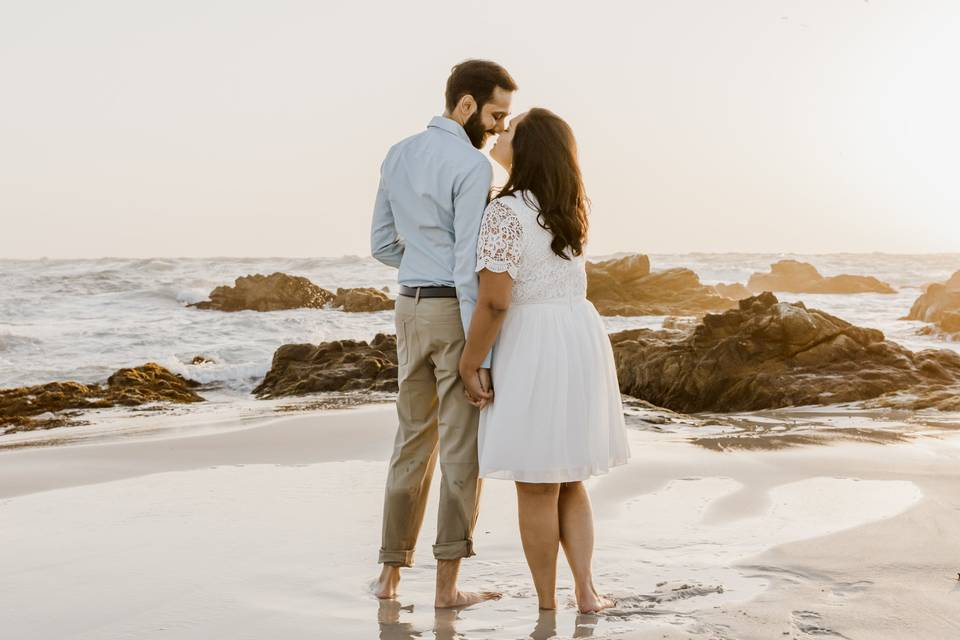 Lovers on the sand - Paulina Perrucci Photography