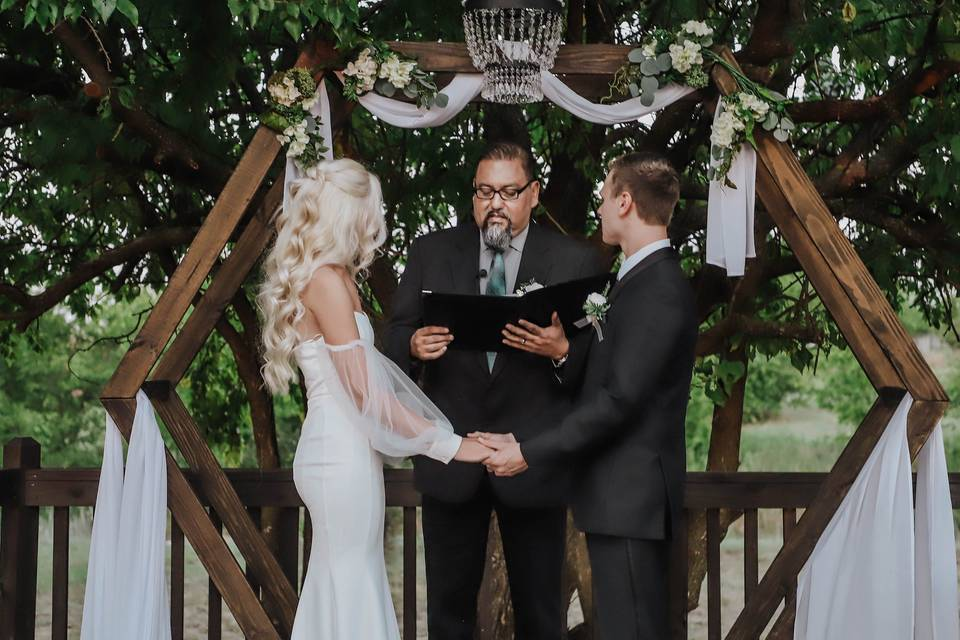 Saying vows under the arbor