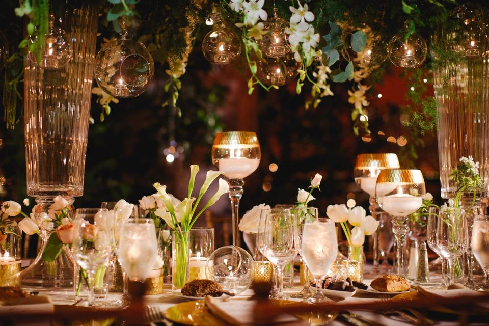 Neutrals, gold and candles