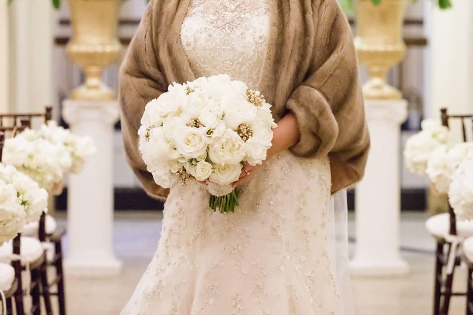 Elegant makeup matching Brides