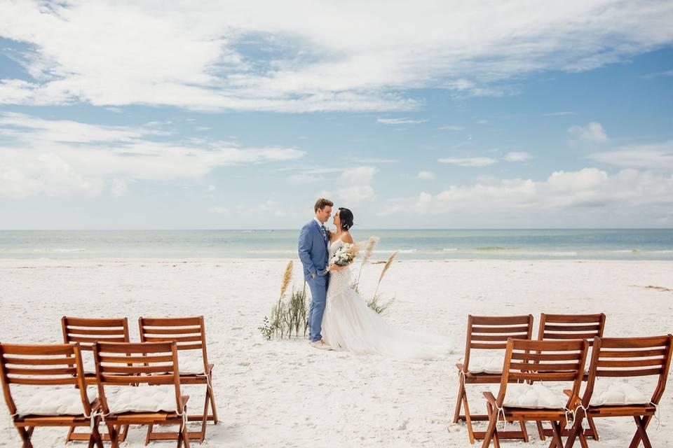 Micro wedding on the beach