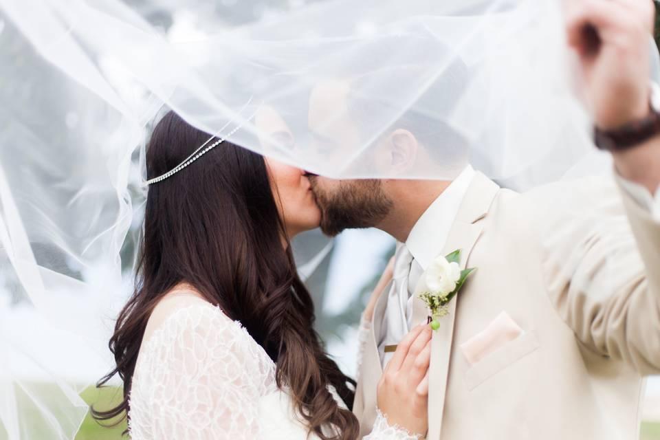 A kiss beneath the veil