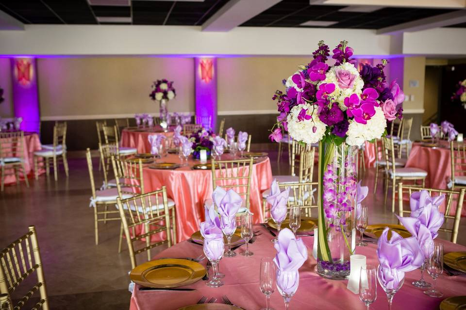 White and violet center piece